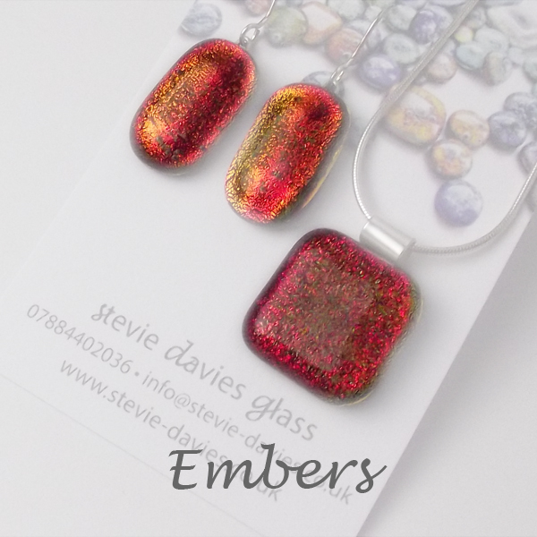 Embers dichroic glass large jewellery set by Stevie Davies